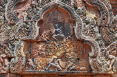 Detail jednoho z více reliéfy chrám banteay srei. angkor. kambodža — Stock fotografie