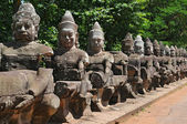 Giants Buddha Statues in Front South Gate of Angkor Tom — Zdjęcie stockowe