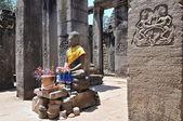 статуя будды в храме байон, ангкор-ват, камбоджа — Стоковое фото