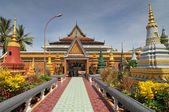 Wat Preah Prom Rath new temple at Siem Reap, Cambodia — Stock Photo