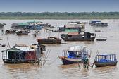 The village on the water (komprongpok) at Tonle sap lake in Cambodia — Stock Photo