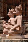Pink stone guardian statue carvings of Banteay Srei, Siemreap, Cambodia. — Foto Stock
