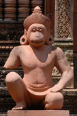 Pink stone guardian statue carvings of Banteay Srei, Siemreap, Cambodia. — Stock fotografie