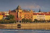 View to the Prague Old Town (Smetanovo Nabrezi) from the Vltava river, Bohemia, Czech Republic — Stock Photo