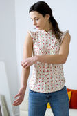 ITCHING IN A WOMAN — Stock Photo