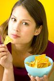 Mujer comiendo — Foto de Stock