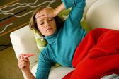Donna con febbre — Foto Stock