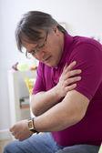 Homem de dores do braço — Foto Stock