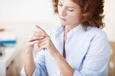 WOMAN WITH PAINFUL HAND — Stock Photo