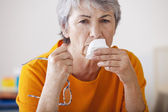 ELDERLY PERSON WITH RHINITIS — Stockfoto