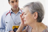 CONSULTATION, ELDERLY P. IN PAIN — Stock Photo