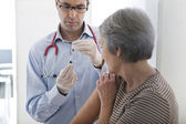 VACCINATING AN ELDERLY PERSON — Stock Photo