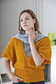 喉の痛みを持つ女性 — ストック写真