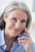 PORTRAIT OF -65 YR-OLD WOMAN — Stockfoto