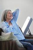 ELDERLY PERSON LIGHT THERAPY — Stock Photo