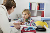 CHILD IN CONSULTATION — Foto Stock