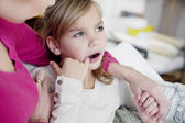 PAINFUL TOOTH IN A CHILD — Stock Photo