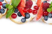 Profiteroles with berries currant , strawberries — Stockfoto