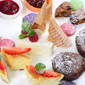 Plate of different desserts isolated — 图库照片