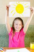 那个女孩在画太阳 — 图库照片