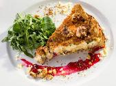 Tart with bacon, walnuts, cranberry and arugula — Stock Photo