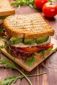 Bacon, sallad och tomat blt smörgåsar — Stockfoto