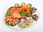 Roasted chicken leg with rice and vegetables — Stock Photo