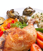 Roasted chicken leg with artichokes, rice and vegetables — Stock Photo