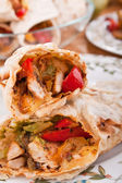 Traditional mexican chicken and beef fajitas with guacamole — Stockfoto