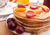Stack of pancakes  with syrup and fruit — Stock Photo