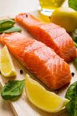 сырые филе лосося — Стоковое фото