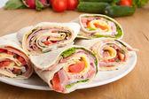 Radbruten tortilla sandwich rullar — Stockfoto