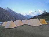 Tents in Himalaya mountains, Nepal. — Stock Photo