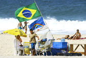 Copacabana beach in summer day, vendors and sunbathers. — Stock Photo