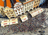 Aerial view of tourists watching Astronomical Clock (Orloj) in the Old Town of Prague. — Stock Photo