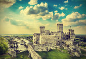 Ruins of a castle, Ogrodzieniec fortifications, Poland, vintage  — Stock Photo