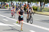 Runner and cyclists during first Triathlon Szczecin race. — Stock Photo