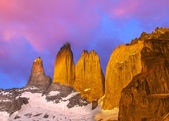 Beautiful sunrise in Torres del Paine national park, Patagonia,  — Stock Photo