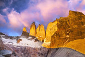 Beautiful sunrise in Torres del Paine national park, Patagonia, — Stock Photo