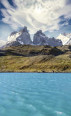 Pehoe mountain lake and Los Cuernos, Chile — Stock Photo