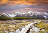 Footbridge in Andes, Fitz Roy mountain range, Patagonia. — Stock Photo