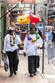 People wearing funny costumes celebrating famous Mardi Gras. — Stockfoto