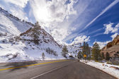 Sun above a mountain road in Zion National Park, Utah, USA.  — Stock Photo