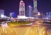 Shanghai huangpu floden sunset bund byggnader och trafik — Stockfoto