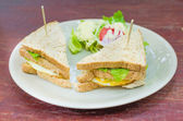 Sanwich with chiken, cheese and vegetables — Stock Photo