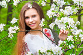 Portrait of a beautiful spring girl in apple tree flowers. — Photo