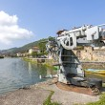 Old anti-aircraft gun in the river Ason. Limpias, Cantabria (Spa — Stock Photo #49154407
