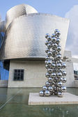 BILBAO, SPAIN - JUNE 25: Metal sculpture by Anish Kapoor on June — Stock Photo