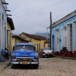 Classic old American car on the streets of Trinidad — Stockfoto