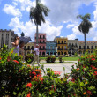 Hot day on the square in front of Capitol in Old havana — Stock Photo #41994971